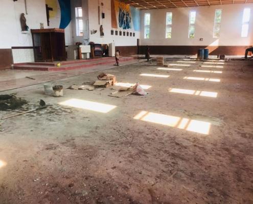 Kirche St. Mary in Mavanga - Renovierung des Kirchenbodens