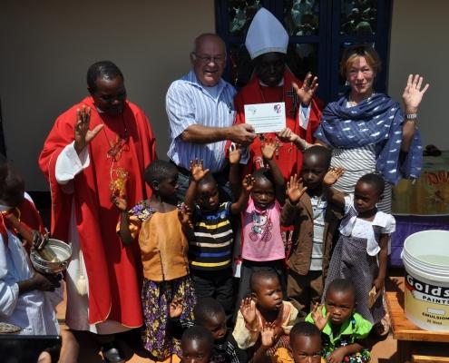 Bischof Maluma, mit Gästen aus Ulm und